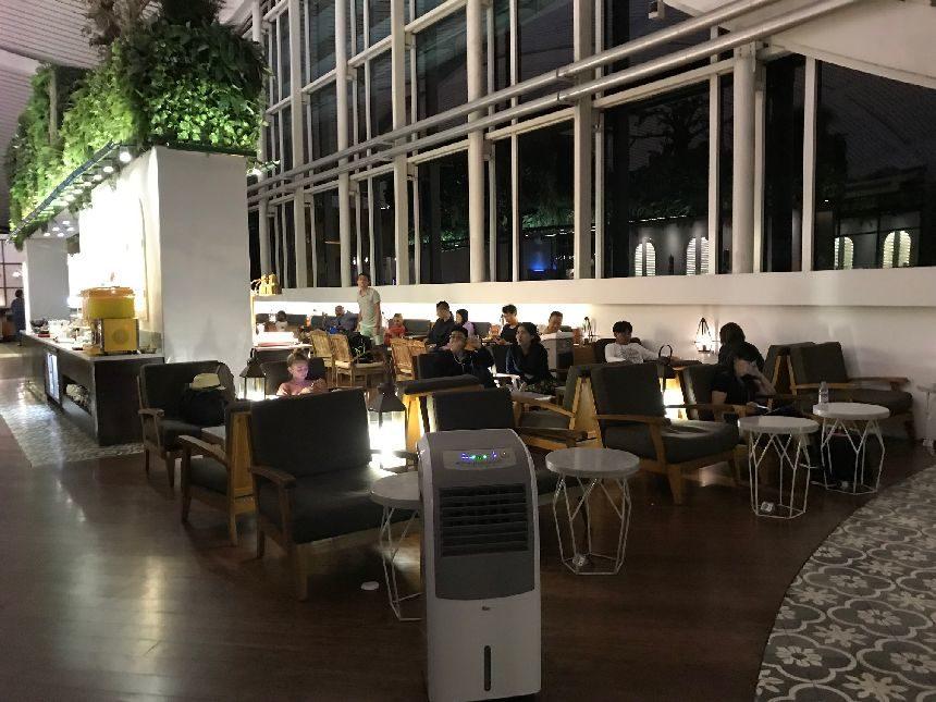デンパサール空港のTGラウンジ