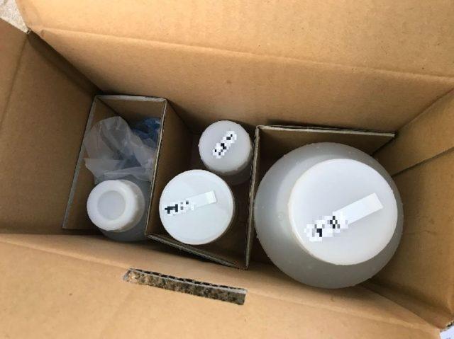 採水済み容器を梱包