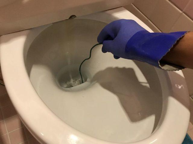 トイレつまりの直し方(ハンガー)