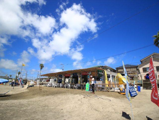 岩和田海水浴場の海の家