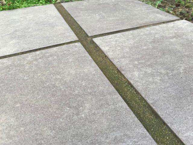 雑草対策固まる砂